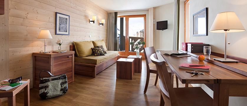france_three-valleys-ski-area_val-thorens_machu_pichu_apartments_livingroom.jpg